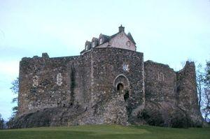 300px-Dunstaffnage_Castle